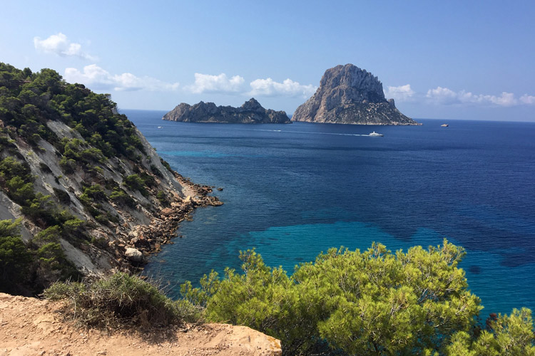 rincones magicos ibiza cala hort magic places
